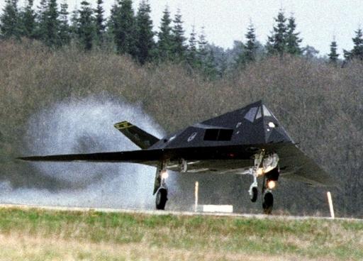 F117ステルス戦闘機、完全退役へ