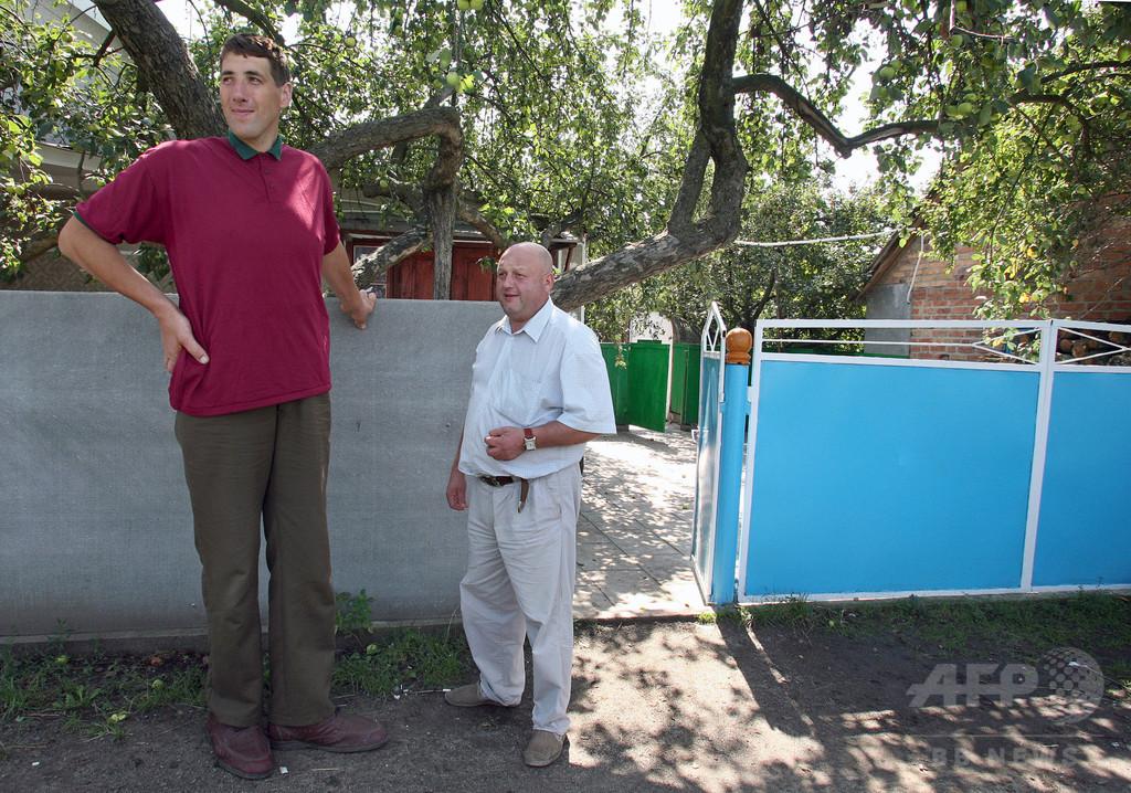 元世界一背の高い男性が死去、ウクライナ