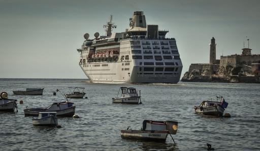 キューバ寄港の米クルーズ船、予定より早く出港 米の制裁強化で
