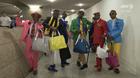 動画:コンゴのおしゃれ集団「サプール」来日 山本寛斎のイベントに登場