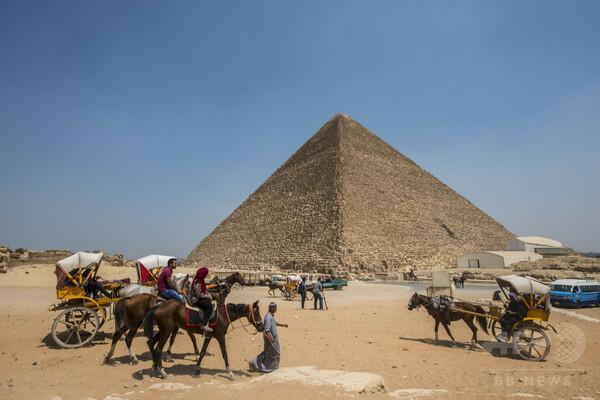 ギザの大ピラミッドで新たに2つの「空洞」発見、調査チーム