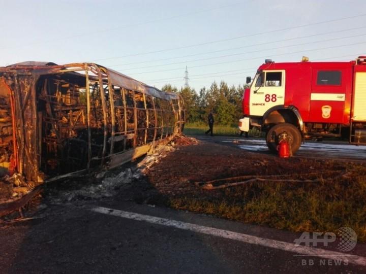 ロシアで長距離バスがトラックと衝突、炎上 子ども含む14人死亡
