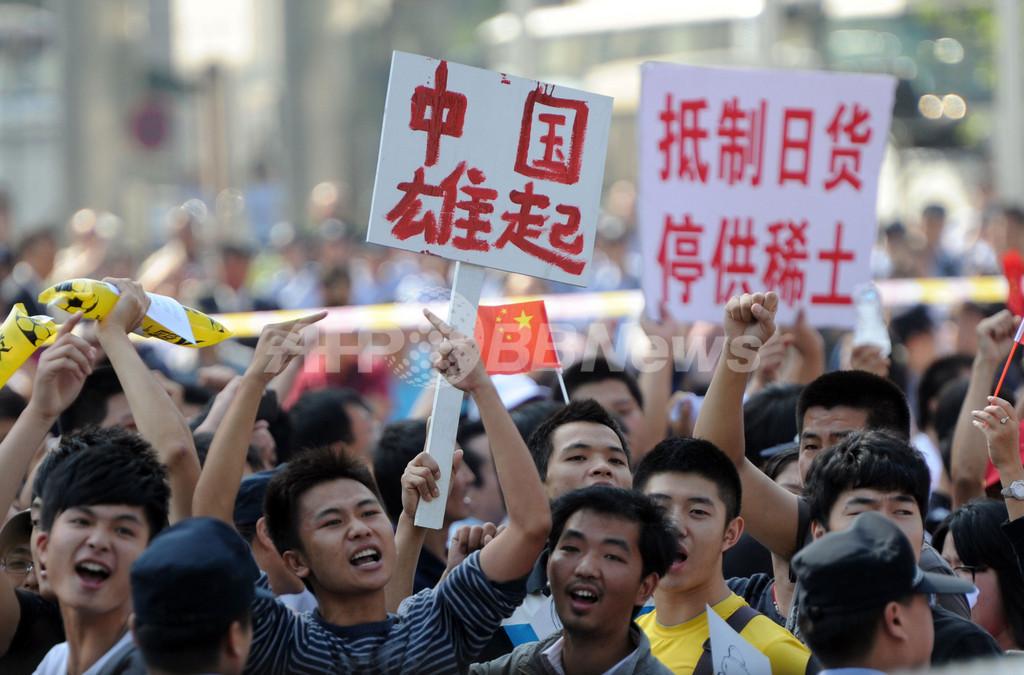 北京の日本大使館前で反日デモ、15日に続き