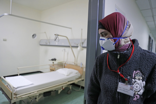 新型ウイルス感染拡大、WHOの懸念裏付け 専門家「抑制から緩和へ移行を」