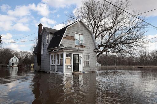 米中西部で「歴史的」規模の洪水、3人死亡 近隣州にも拡大の恐れ