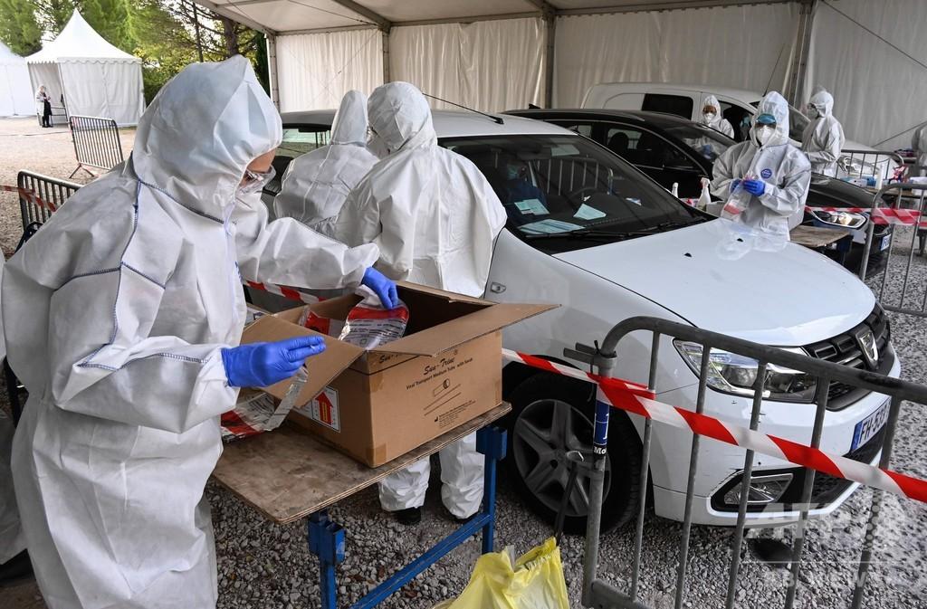 仏の新規感染、初の3万人超え 欧州各国でコロナ対策強化