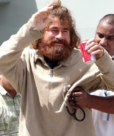 「13か月漂流」から生還の男性、サメ漁が一転悲劇に?