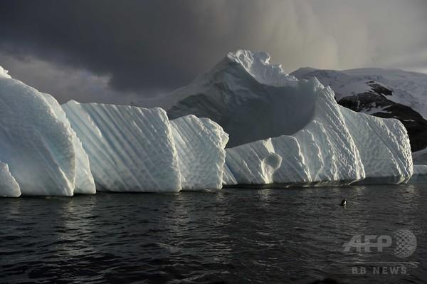 英の南極基地、棚氷の割れ目で閉鎖に 分離と漂流の恐れ