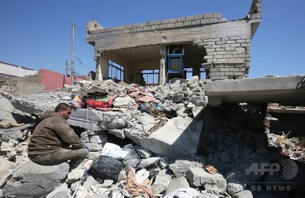 モスル西部の空爆、民間防衛隊が住民らの遺体収容