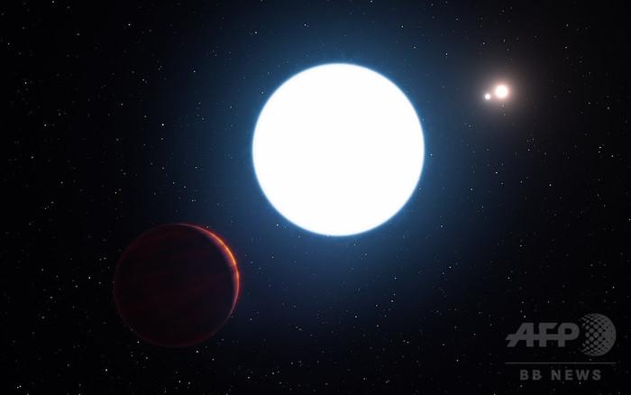 昼が140年、「太陽」3個ある特異な惑星を発見