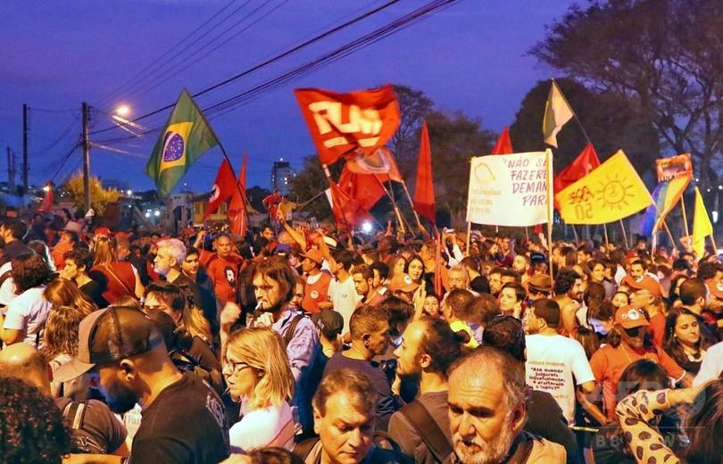 ブラジル控訴裁、ルラ元大統領めぐり判事ら対立 釈放命令が数時間で覆る