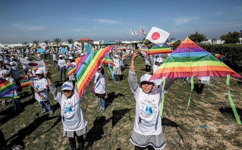 たこ揚げで日本と連帯 ガザ地区の子どもたち、東日本大震災7年で