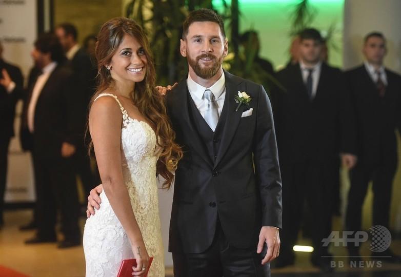 メッシが長年のパートナーと故郷で結婚式、総勢260人の有名人
