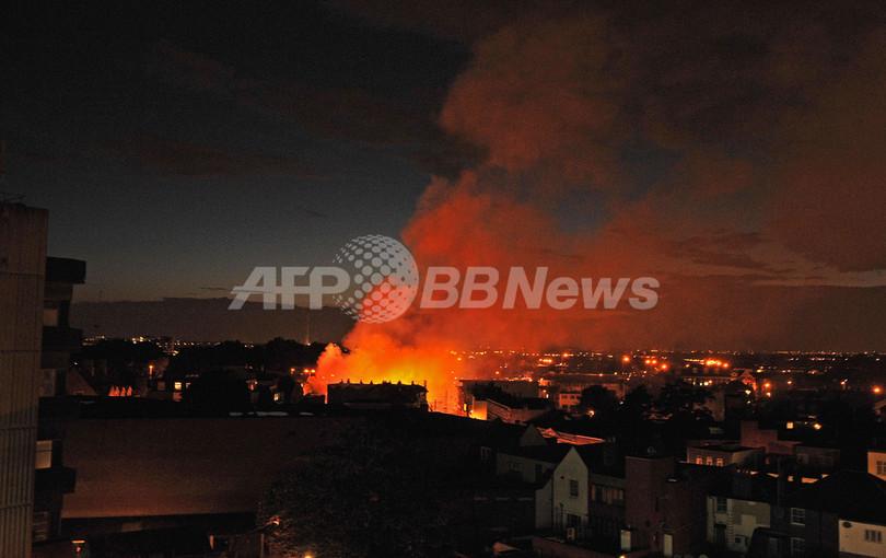 英ロンドンの暴動、市内各地に火の手 バーミンガムやリバプールにも飛び火