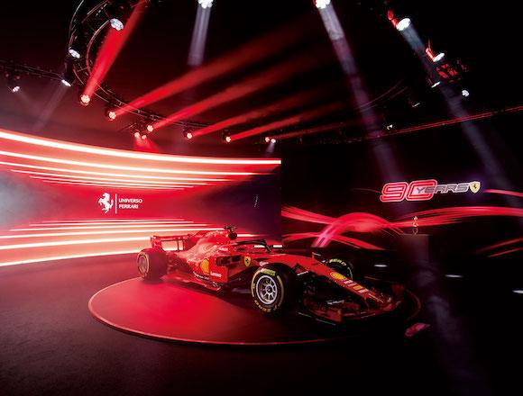 新型車を発表する新しいエキシビションを開始!フェラーリを愛する人のために。