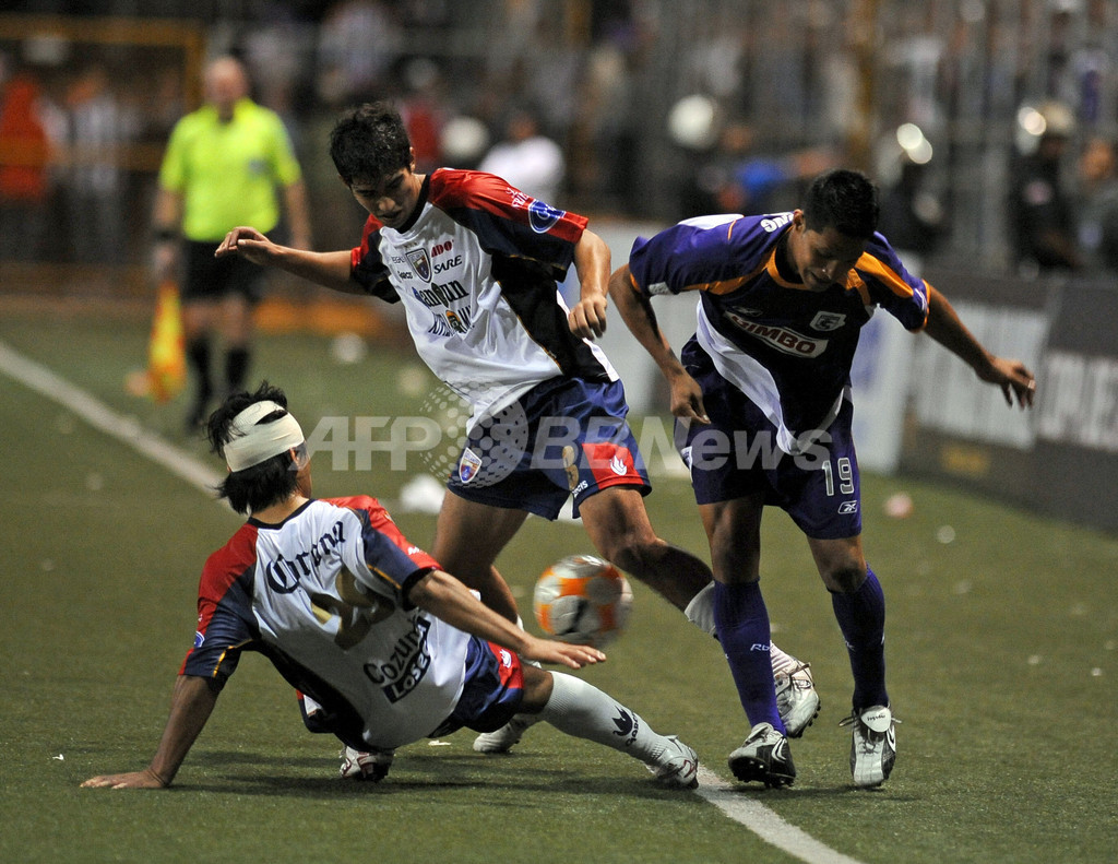 デポルティボ・サプリサ 2戦合計4-2で準決勝へ