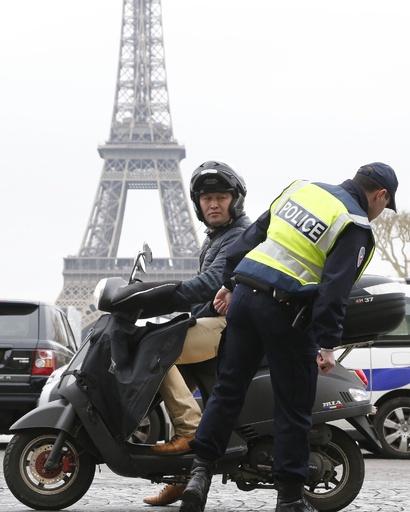 パリ市、大気汚染対策の交通規制解除へ