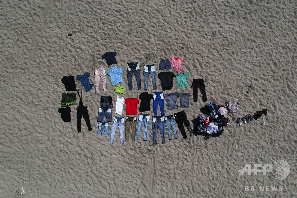 【今日の1枚】干した衣類からにじむ覚悟、移民集団の旅路