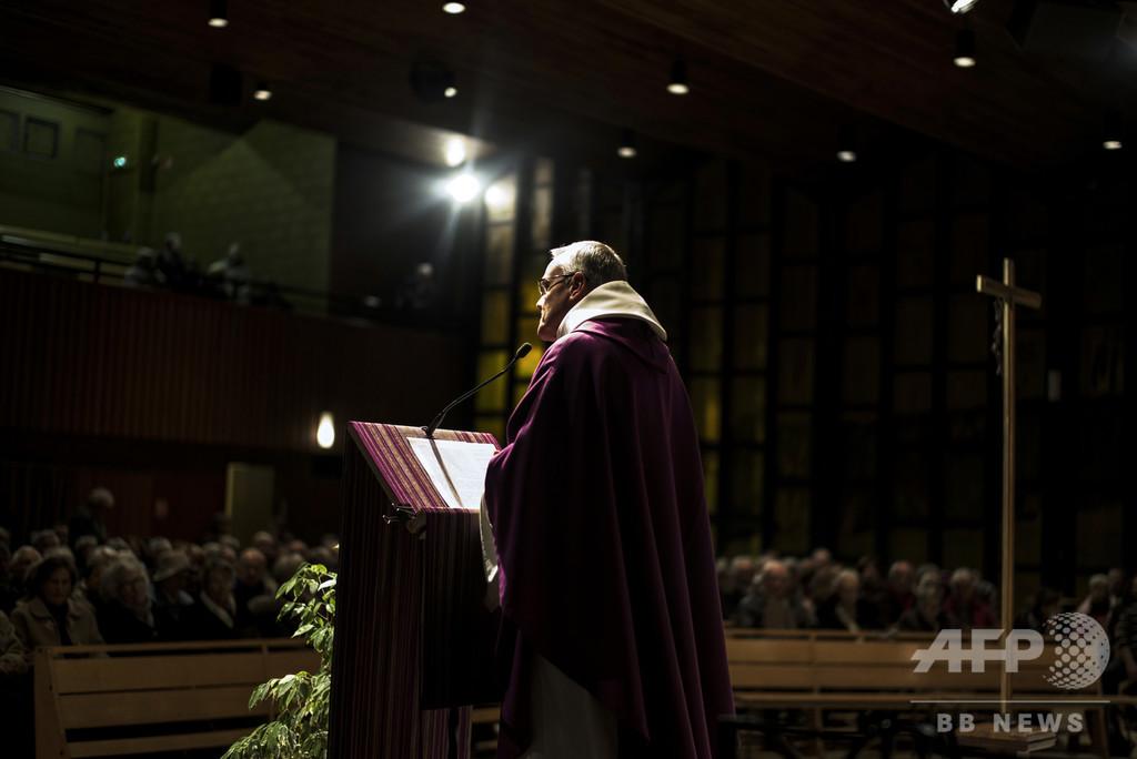 カトリック司祭をレイプと児童性的虐待で起訴、仏ベルサイユ