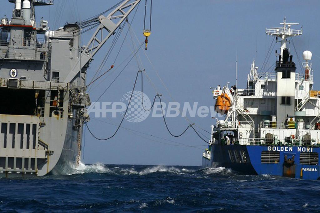 ソマリア沖で海賊に乗っ取られた日本のタンカー、6週間ぶりに解放