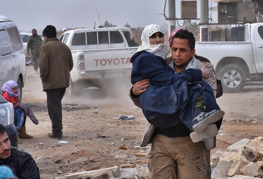 シリア・アレッポ東部から3日間で市民2万人が退避 赤十字国際委