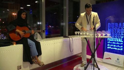 動画:ドバイの地下鉄で初の音楽フェス、市内複数の駅で生演奏