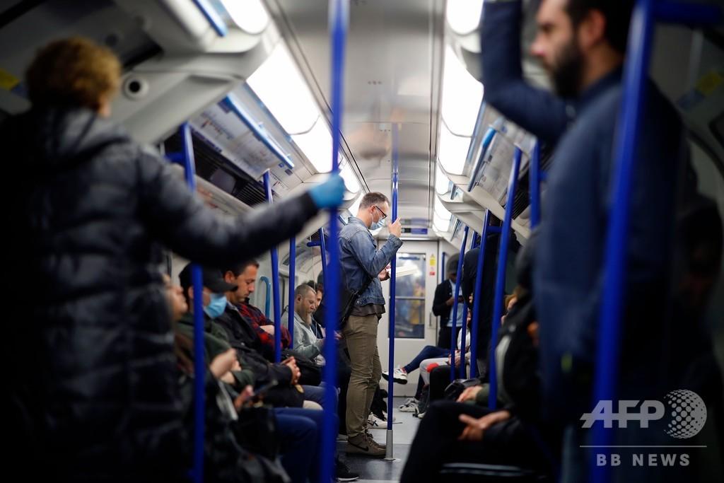 イングランドで7週間ぶり外出規制緩和、ロンドン交通機関では混雑も