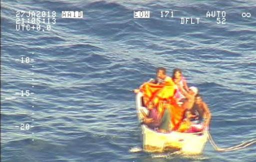 キリバスのフェリー遭難、ボートで漂流の7人を発見 NZ空軍
