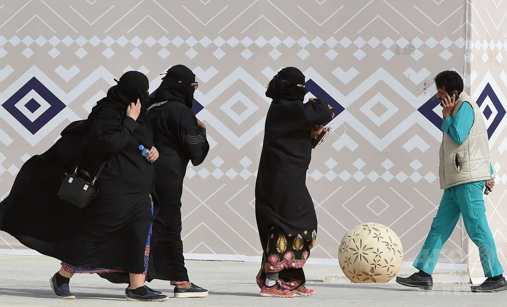 「女性へのアバヤ着用義務付け、必要ない」 サウジの高位聖職者が発言