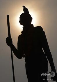 マハトマ・ガンジーが黒人差別? 抗議受けガーナの大学が像を撤去