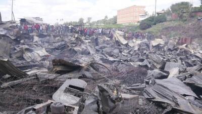 動画:ケニア首都最大級の市場で火災、15人が死亡