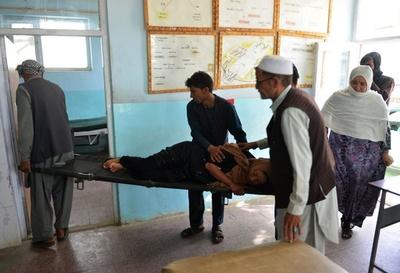 タリバンのアフガン都市襲撃、死者310人超 住民も犠牲に