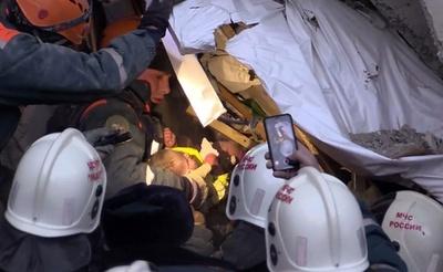 ロシア爆発事故、がれきから赤ちゃん救出 死者9人に