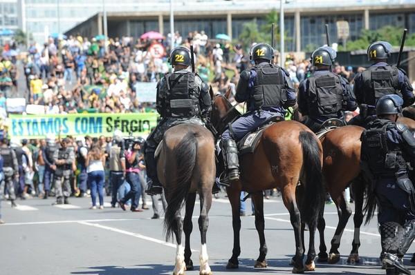 ブラジル議会、大統領の弾劾手続きを再開 政治危機に拍車