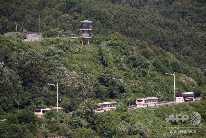南北離散家族、韓国側一行が北朝鮮入りし再会果たす