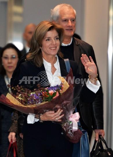 キャロライン・ケネディ米新大使、日本に到着