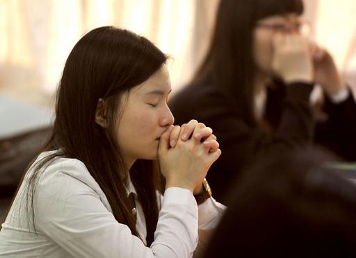 軍隊から証券取引所まで、韓国全土で「大学入試シフト」