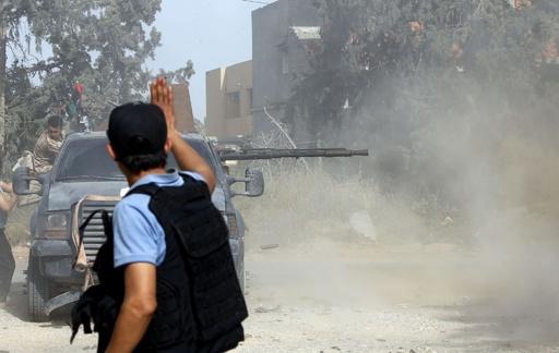 リビア国民合意政府、首都奪取目指すハフタル氏勢力に反撃開始 空爆も