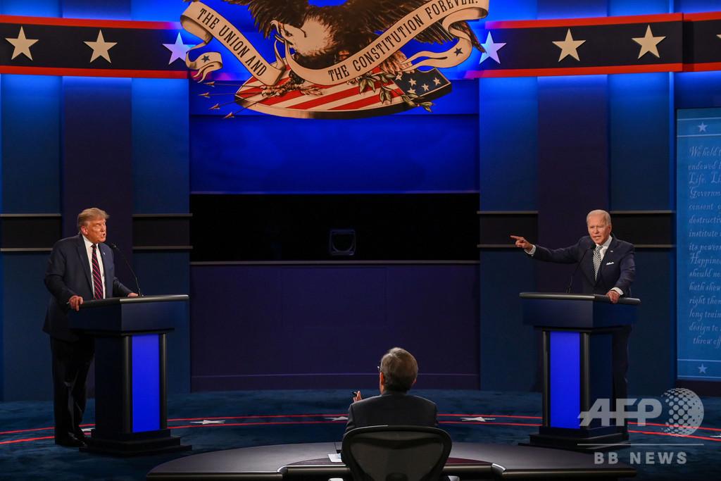 第1回米大統領選討論会、激しい応酬に