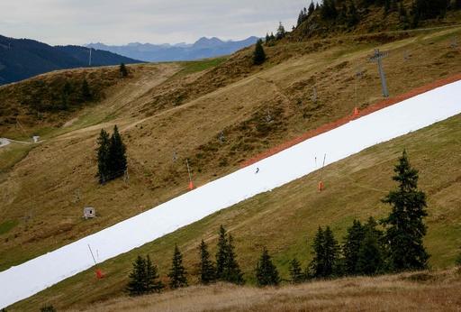 秋の景色に雪の帯…ゲレンデ早期開業に揺れるスキー大国オーストリア