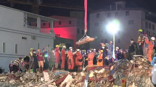動画:カンボジアのビル崩壊、死者18人に 中国人所有者ら4人拘束