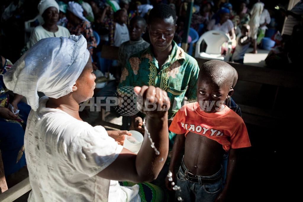 「悪魔払い」で路上に追われる子どもたち、コンゴ