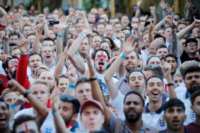 W杯イングランド戦目前、国教会が「結婚式では携帯オフ」を奨励