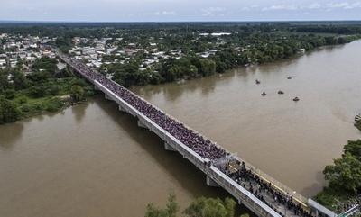 米国目指して北上の移民集団、グアテマラの対メキシコ国境で止められる