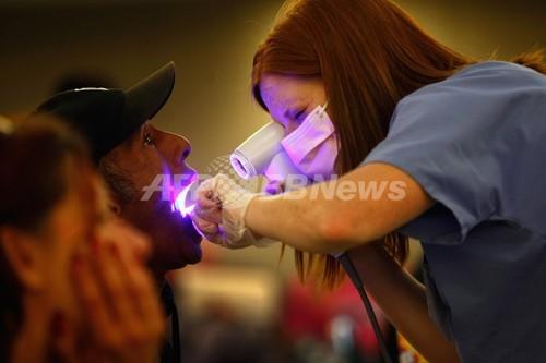 オーラルセックスは男性の口腔がんリスクを高める、米研究