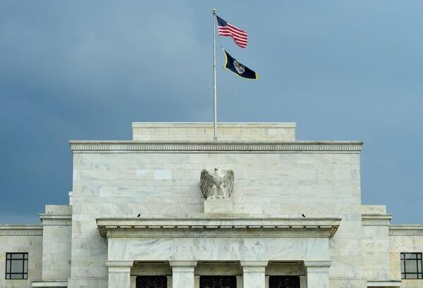 米FRB、量的緩和の終了を決定 ゼロ金利は維持