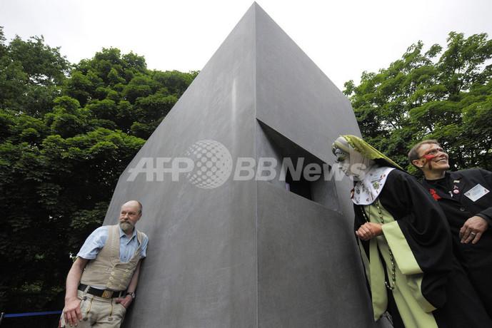 ナチスに迫害された同性愛者の慰霊碑、ベルリンで公開
