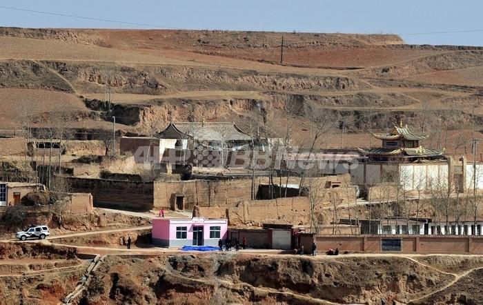 中国、チベットの遊牧民5万人を定住させる 新華社通信