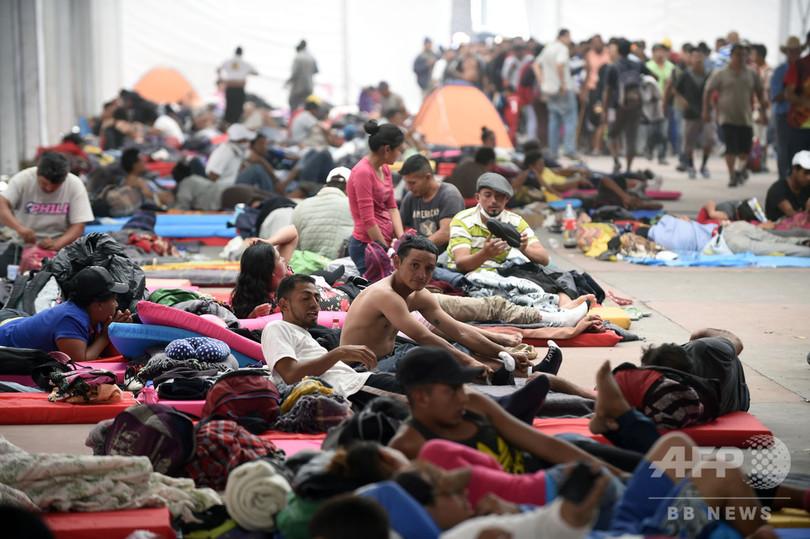 中米移民集団、メキシコ市で再結集図る 国境付近の米兵 約4800人に