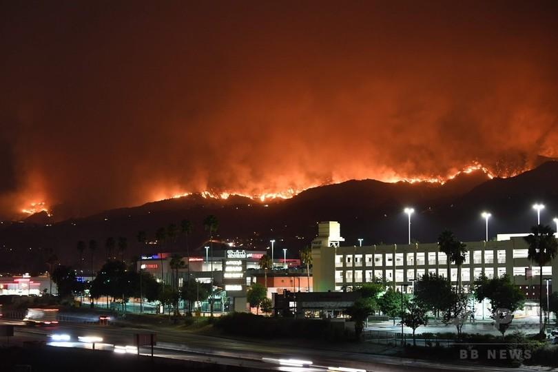米ロサンゼルスで山火事、2000ヘクタール焼失 避難500世帯